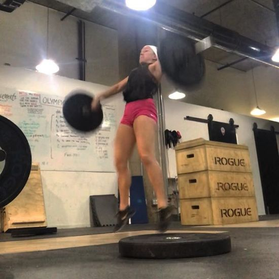 I have lots of weaknesses, and there are countless things I still suck at... but it's all worth it when you finally feel a little bit stronger, a little more efficient, and a lot more confident. • • #ATOtrained #crossfit #niketraining #lululemon #lululemonchi #windycitylivin #windycitycrossfit #liveBIG #eatbigger #powersnatches #techniquework